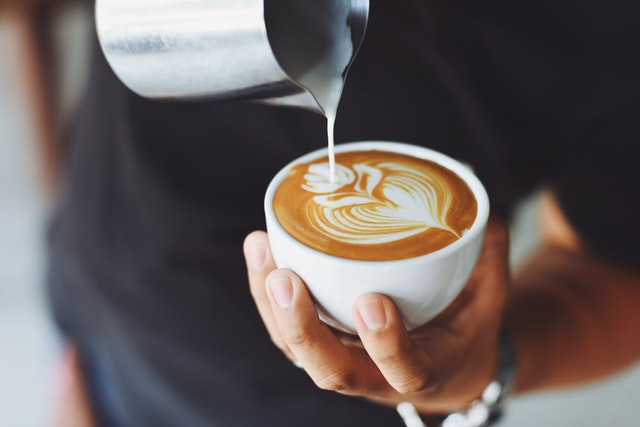 Waarom een koffieautomaat onmisbaar is op kantoor