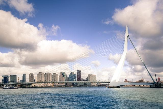 Hoe kom je snel aan een baan in Rotterdam?